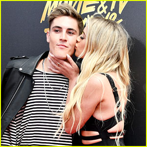 Sammy Wilk Gets a Kiss on the MTV  Movie & TV Awards 2017 Red Carpet