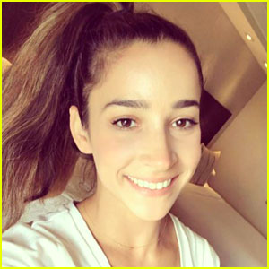 Aly Raisman FaceTimes With Her Dogs -- & She's Not The Only One!