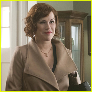 Molly Ringwald Returns To 'Riverdale' For Season 2