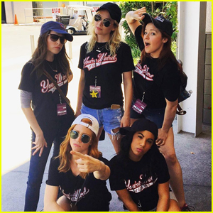 'Pitch Perfect 3' Cast Wears Aca-Awesome Matching Shirts To Universal Studios Hollywood