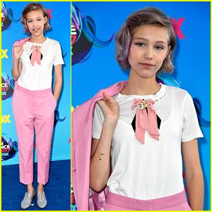 Grace VanderWaal Attends Teen Choice Awards as a Nominee!
