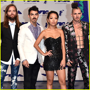 DNCE Rocks Cool Fashion at MTV VMAs 2017!