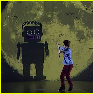 Merrick Hanna Dances With a Big Robot On 'America's Got Talent' Quarterfinals #2 (Video)
