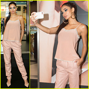 Pia Mia Shares Her Best Selfie Tips & Tricks