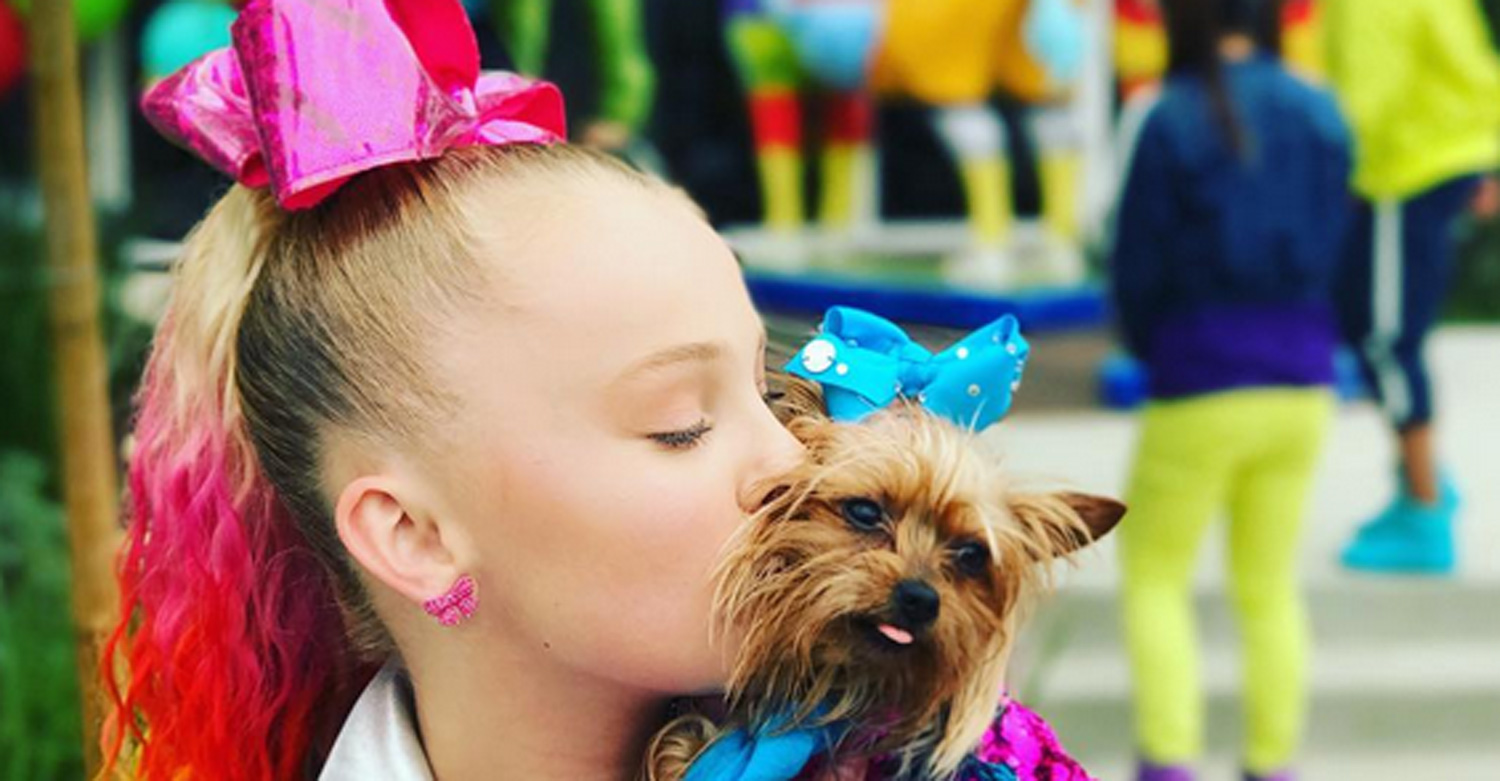 Jojo Siwa Wears The Brightest Colors Ever In Her Hold The Drama
