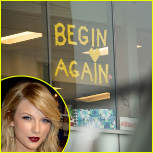 Taylor Swift Noticed the Post-It Messages Outside of Denver Courthouse