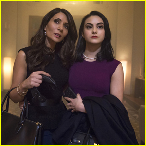 'Riverdale' Deleted Scene Shows Veronica & Her Mom Struggling With Their New Life
