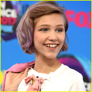 Grace VanderWaal Signs to IMG Models