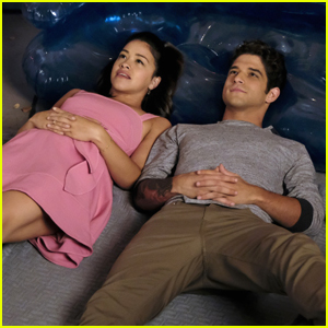 Tyler Posey Flirts With Gina Rodriguez in First 'Jane The Virgin' Season 4 Pics!