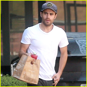 Paul Wesley Picks Up Vegan Food To-Go