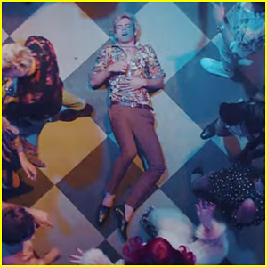 Ross Lynch Seeks Out A Girl In R5's 'Hurts Good' Music Video - Watch!