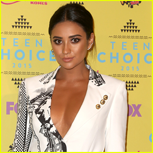Shay Mitchell Doesn't Define Her Sexuality: 'I Fall In Love With The Spirit of Somebody'