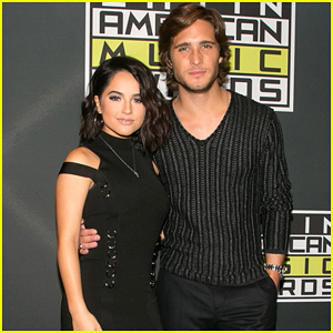Becky G & Diego Boneta Gush Over Hosting the Latin AMAs Together