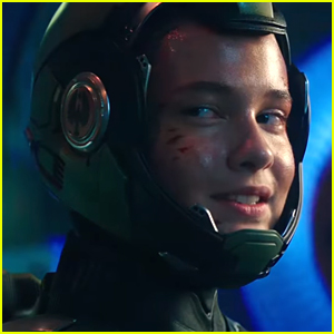 Newcomer Cailee Spaeny Leads The Fight in 'Pacific Rim Uprising' Trailer - Watch!