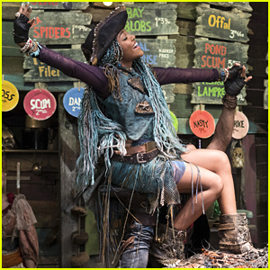 China Anne McClain Rounded Up The Cutest Kids Dressed as Uma For Halloween