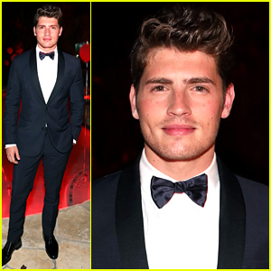 Gregg Sulkin Is Dashing In His Tux for Just Jared's Halloween Party!