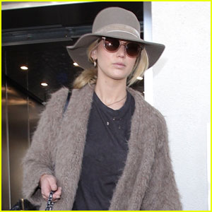 Jennifer Lawrence Arrives at LAX with Her Dog In Tow