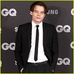 Charlie Heaton Rocks a Skinny Tie at GQ Men of the Year Awards 2017
