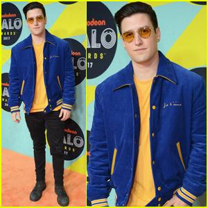 Logan Henderson Hits the Orange Carpet at the Nickelodeon Halo Awards 2017!