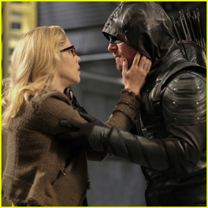 Felicity & Oliver Share a Sweet Moment in 'Crisis on Earth-X' Final Episode