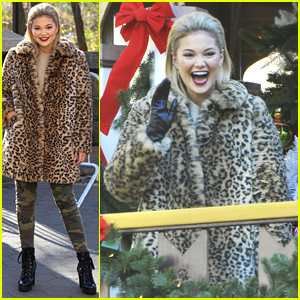 Olivia Holt Sings 'Christmas Baby, Please Come Home' at Macy's Thanksgiving Day Parade 2017 (Video)