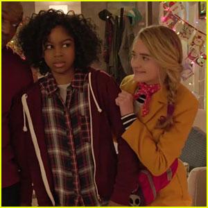 Tiny Christmas.Riele Downs Lizzy Greene Star In Tiny Christmas Trailer