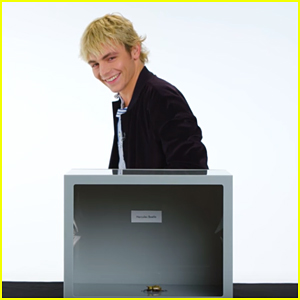Ross Lynch Freaks Out Over Touching Bugs In Vanity Fair S Fear Box Video Ross Lynch Just Jared Jr