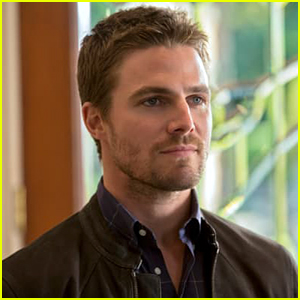 Stephen Amell Supports Emily Bett Rickards & Melissa Benoist's Statements About Andrew Kreisberg's Suspension
