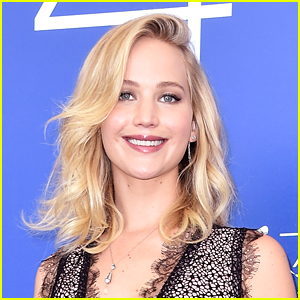 Jennifer Lawrence Brings Christmas Cheer to a Children's Hospital!
