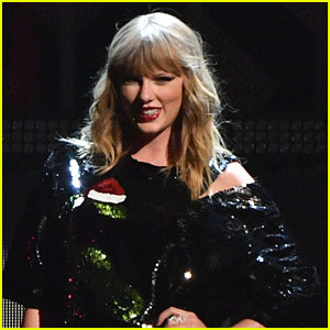 Taylor Swift Is Back at Number One On Billboard 200 Chart