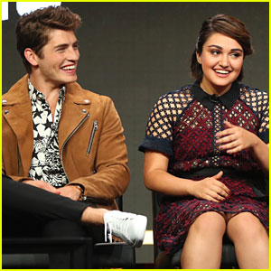 Gregg Sulkin Dishes on Chase & Gert Relationship on 'Runaways'