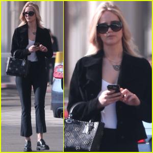Jennifer Lawrence Gets Some Errands Done in LA!