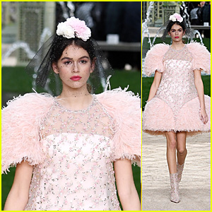 Kaia Gerber Is Pretty in Pink While Walking the Chanel Spring Summer 2018 Runway!