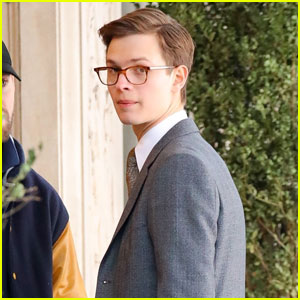 Ansel Elgort Gets to Work on 'The Goldfinch' Set