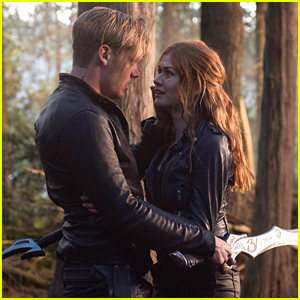 Jace & Clary Will Hopefully Have 'Happy Couple Time' in Shadowhunters Season 3