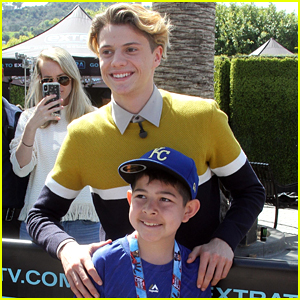 Jace Norman Takes Funny Pics With All His Fans