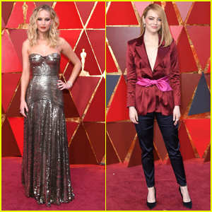 Jennifer Lawrence Climbs Over Seats at Oscars 2018 To Sit Next To Emma Stone