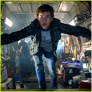 Tye Sheridan Jumps Into Action for 'Ready Player One' Stills