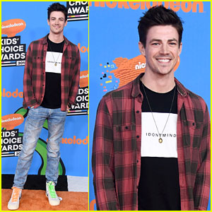 Nominee Grant Gustin Flashes a Grin at Kids' Choice Awards 2018!