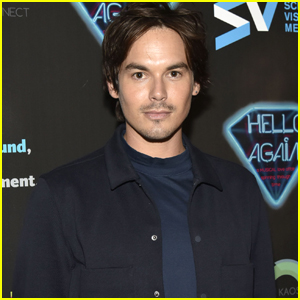 Tyler Blackburn Shares First Pic of 'Roswell' Reboot Cast
