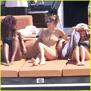 Hailey Baldwin, Bella Hadid & Justine Skye Spend The Day On The Water