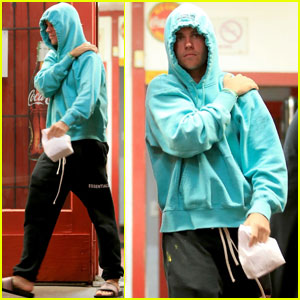 Justin Bieber Steps Out For Late Night Burger Run