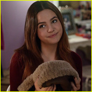 Bailee Madison Gets Inspired By a Magic Trunk on 'Good Witch' - Watch Now!