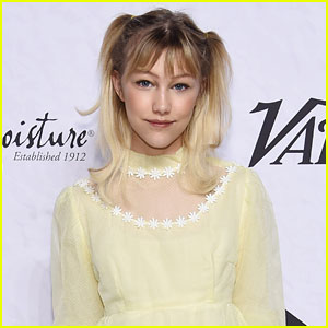 Grace VanderWaal Gives Advice on Flirting, Wearing Makeup for the First Time, & More! (Video)