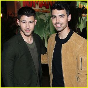 Nick & Joe Jonas Reunite For 'Lovebug' Performance - Watch Now!
