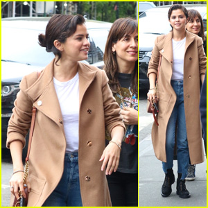 Selena Gomez Catches a Play & Gets Lunch With Friends in NYC!