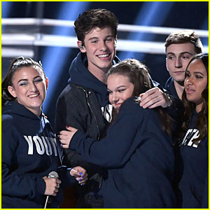 Shawn Mendes Performs with Show Choir from MSD High School at BBMAs 2018 (Video)