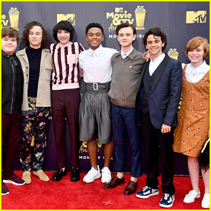 Jaeden Lieberher, Sophia Lillis, & 'It' Stars Attend MTV Awards 2018!