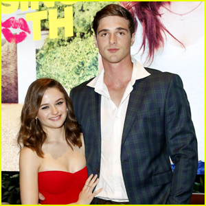 Joey King & Jacob Elordi Hit Their Heads A Couple Times During Their First Kiss