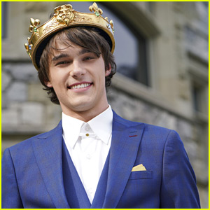 mitchell hope is so handsome in his crown as king ben for
